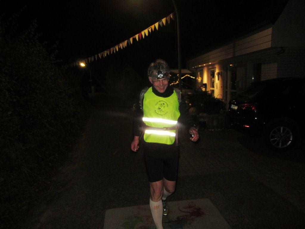 Manche sammeln Marathons, laufen jede Woche einen. Hier die Steigerung, Bernd, läuft jede Woche einen Ultra. Und 111 km sind da nicht mehr als die Mittelstrecke.