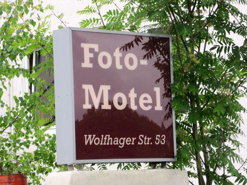 Gelegen unweit des Hauptbahnhofes, in einem Industrieviertel, angrenzend am Straßenstrich Kassels.