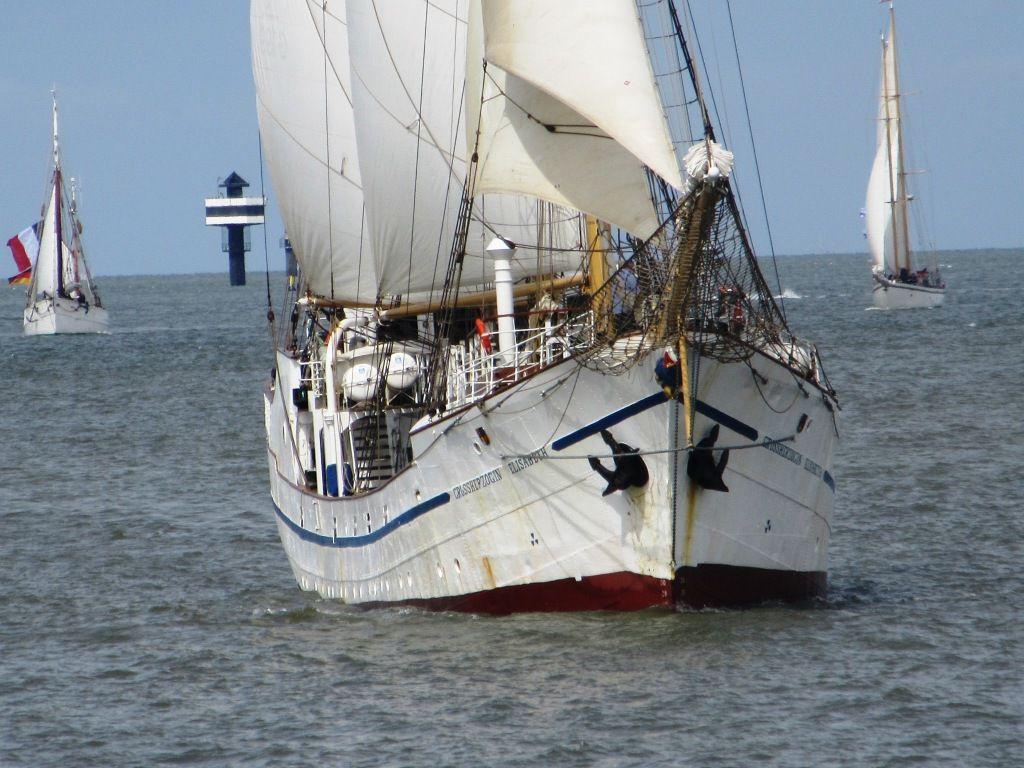 """Dreimastschoner """"Großherzogin Elisabeth"""", 1907 vom Stapel gelaufen. Heute in Elsfleth beheimatet. Dient der Ausbildung von Seefahrtsstudenten und für Gästefahrten. Auf diesem Schiff habe ich im letzten Jahrtausend meine ersten Segelerfahrungen gemacht."""