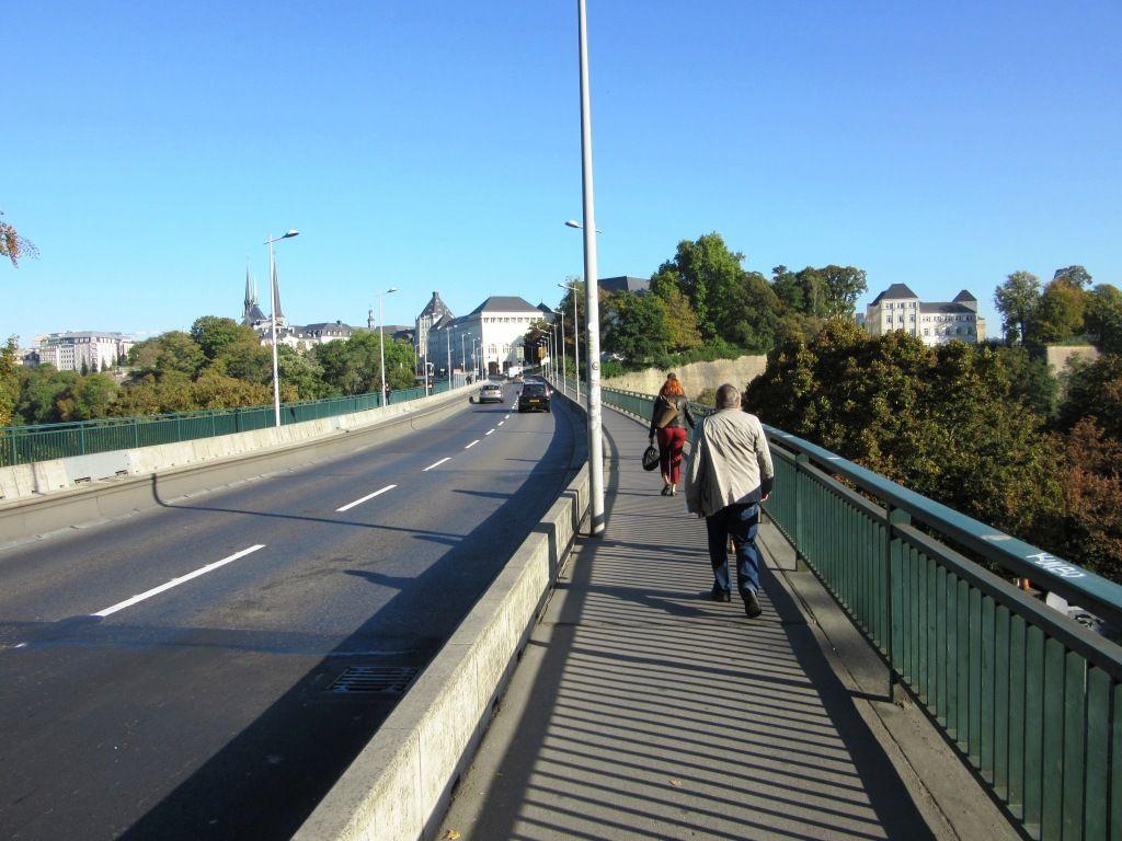 Über eine Brücke musst du gehen