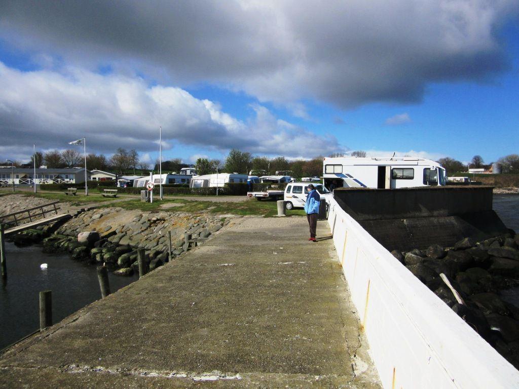 Campingplatz und Hafen