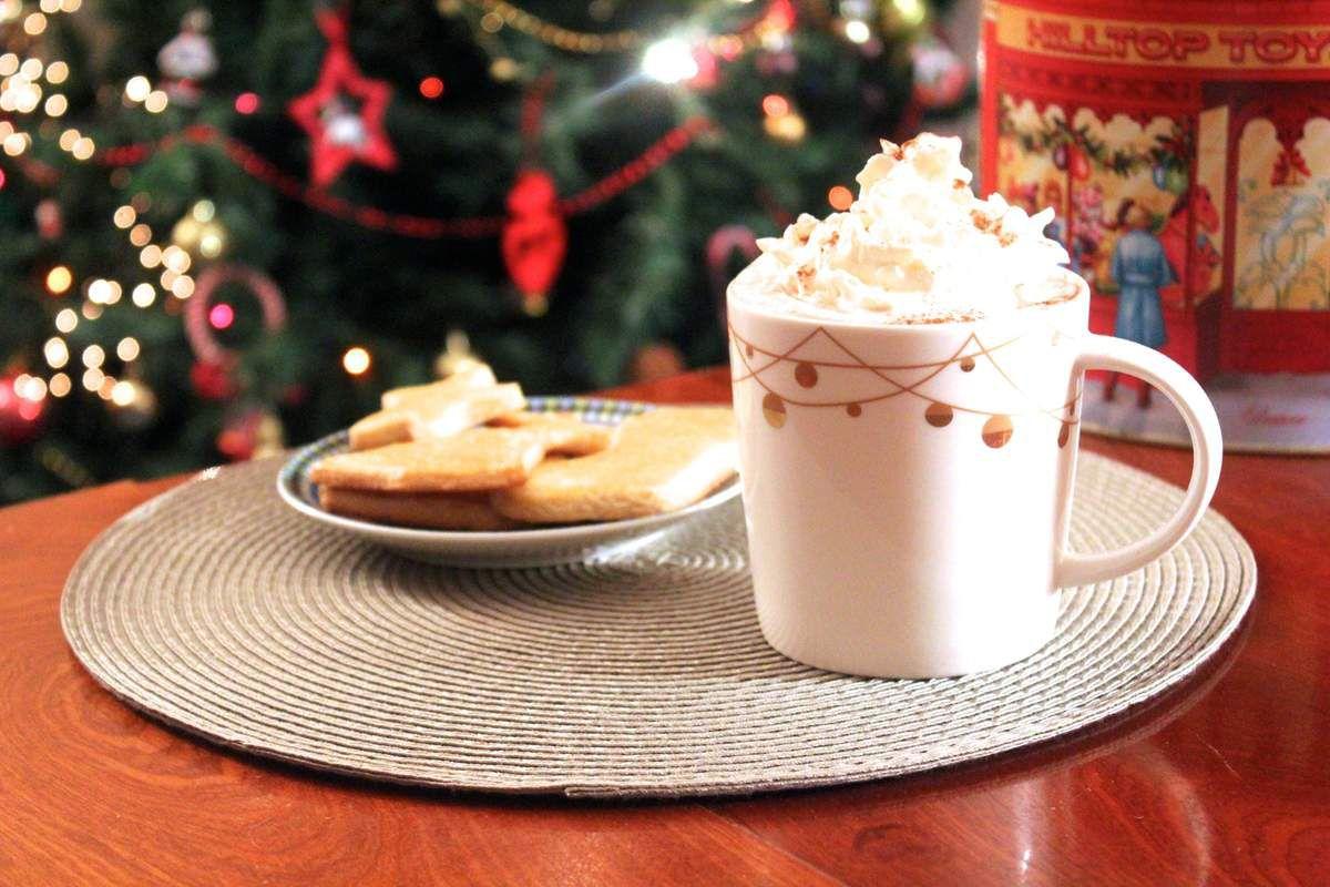 Recette biscuits de Noël + Chocolat chaud Miel-Amande STARBUCKS