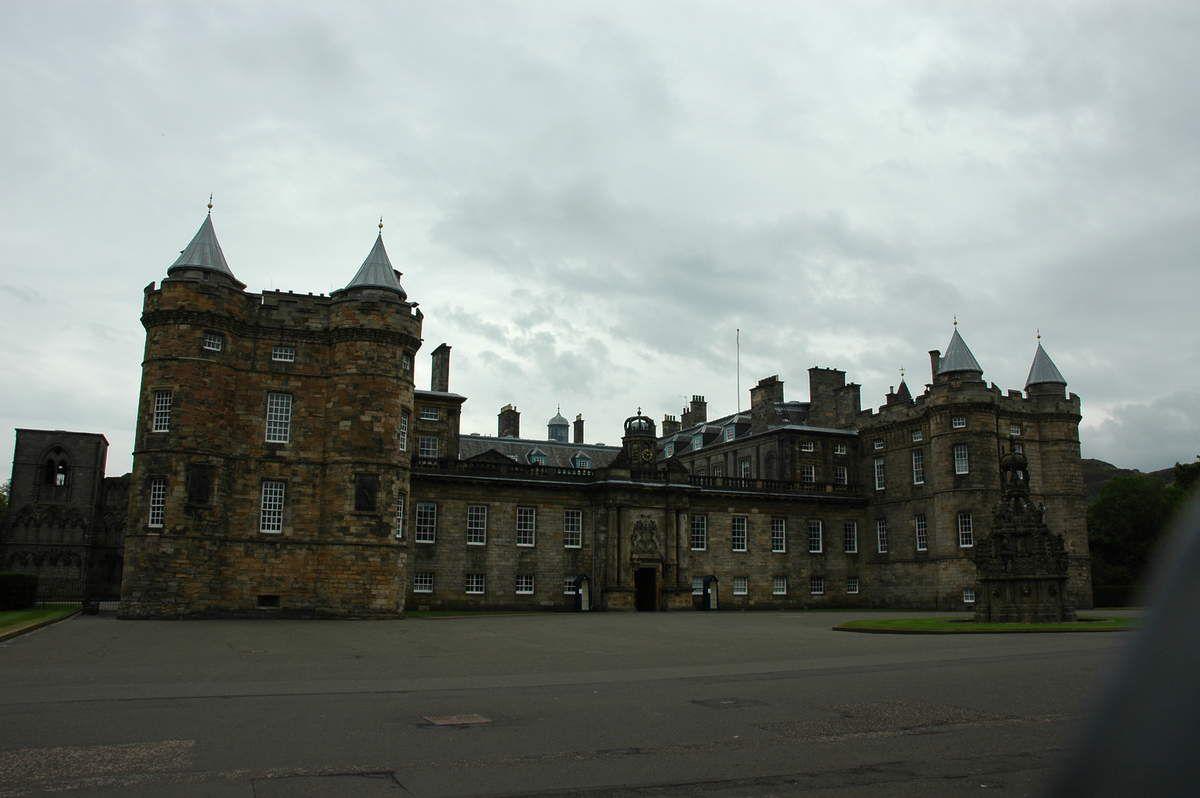 """Châteaux de Holyrood et Hopetoun House. Le groupe ou le """"clan""""."""