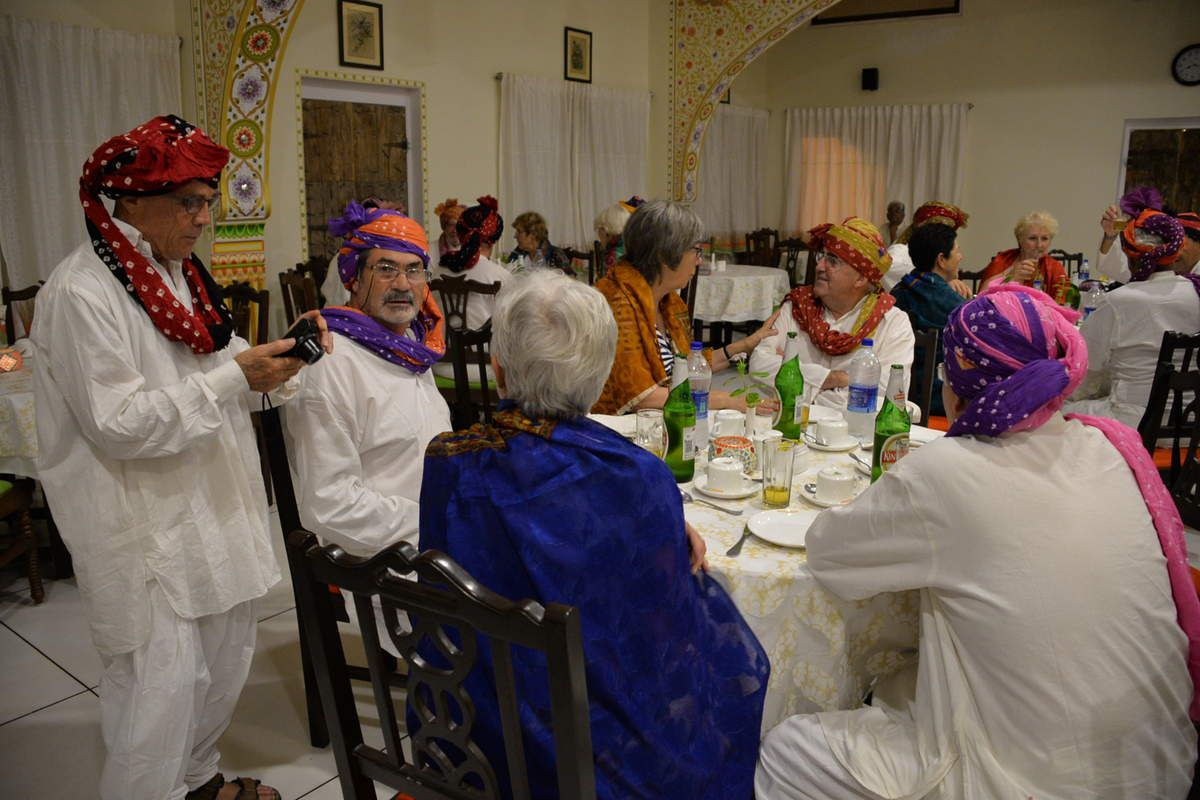 Diner en costume traditionnel