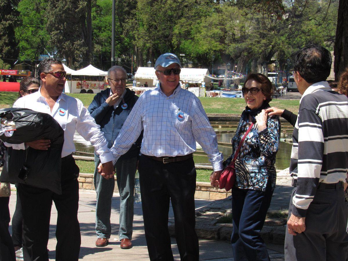 Mendoza con canta pueblo