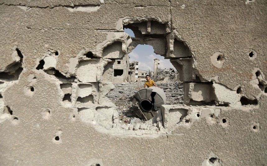 Gaza Under Attack : A Palestinian inspects destroyed houses
