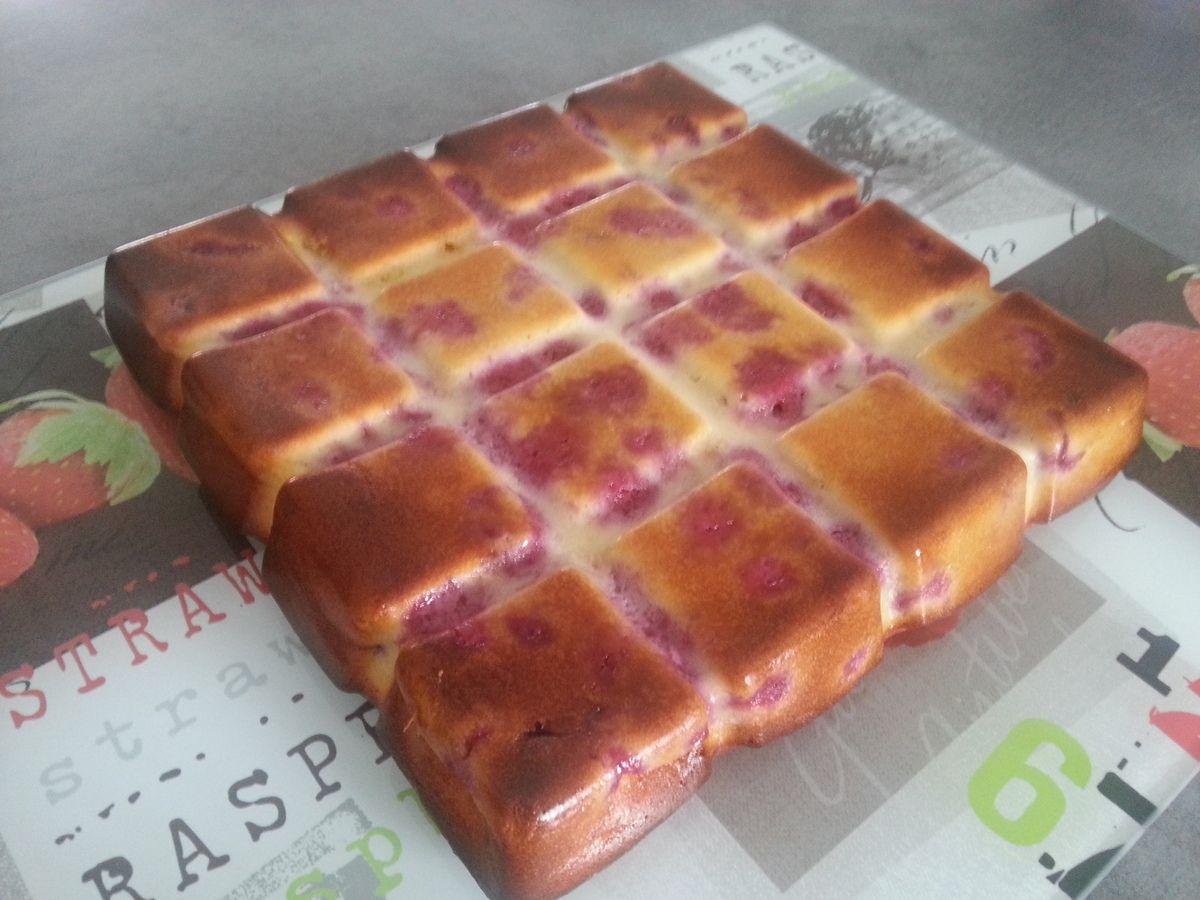 Gâteau léger aux framboises et chocolat blanc