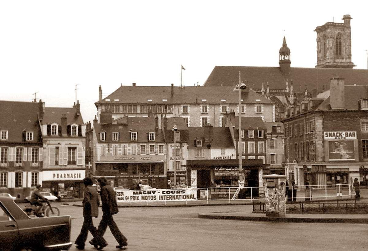 Place Carnot et rue du Commerce