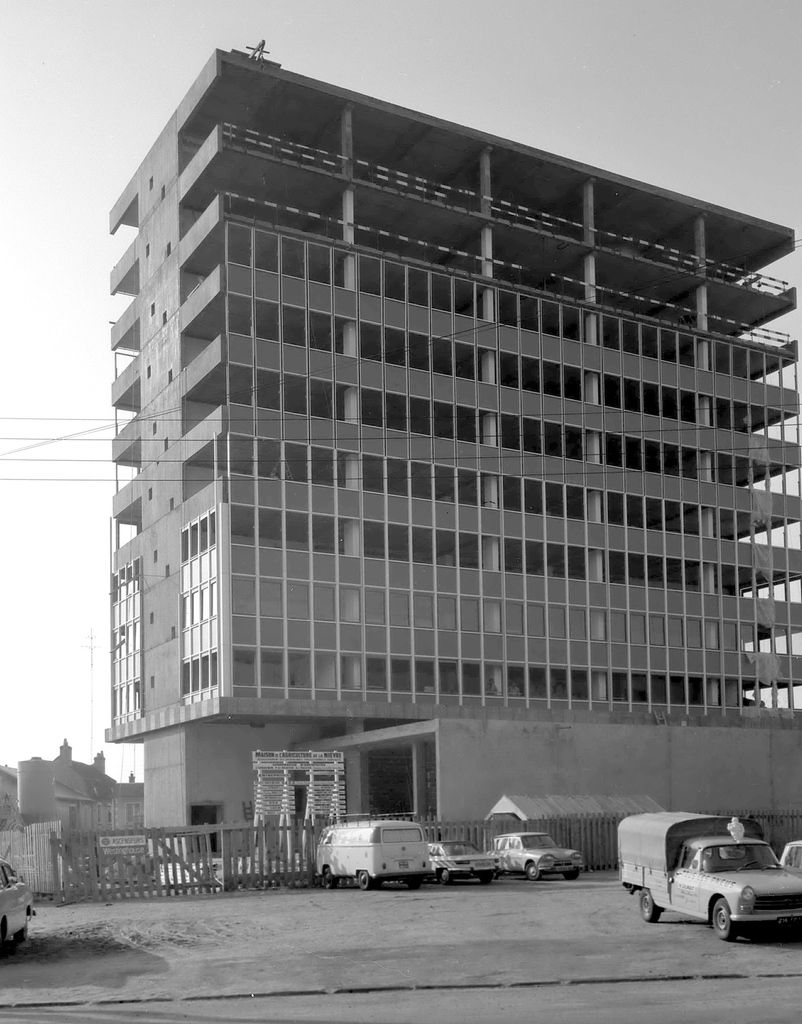 Construction de la Chambre d'agriculture, place du Champs de Foire à Nevers