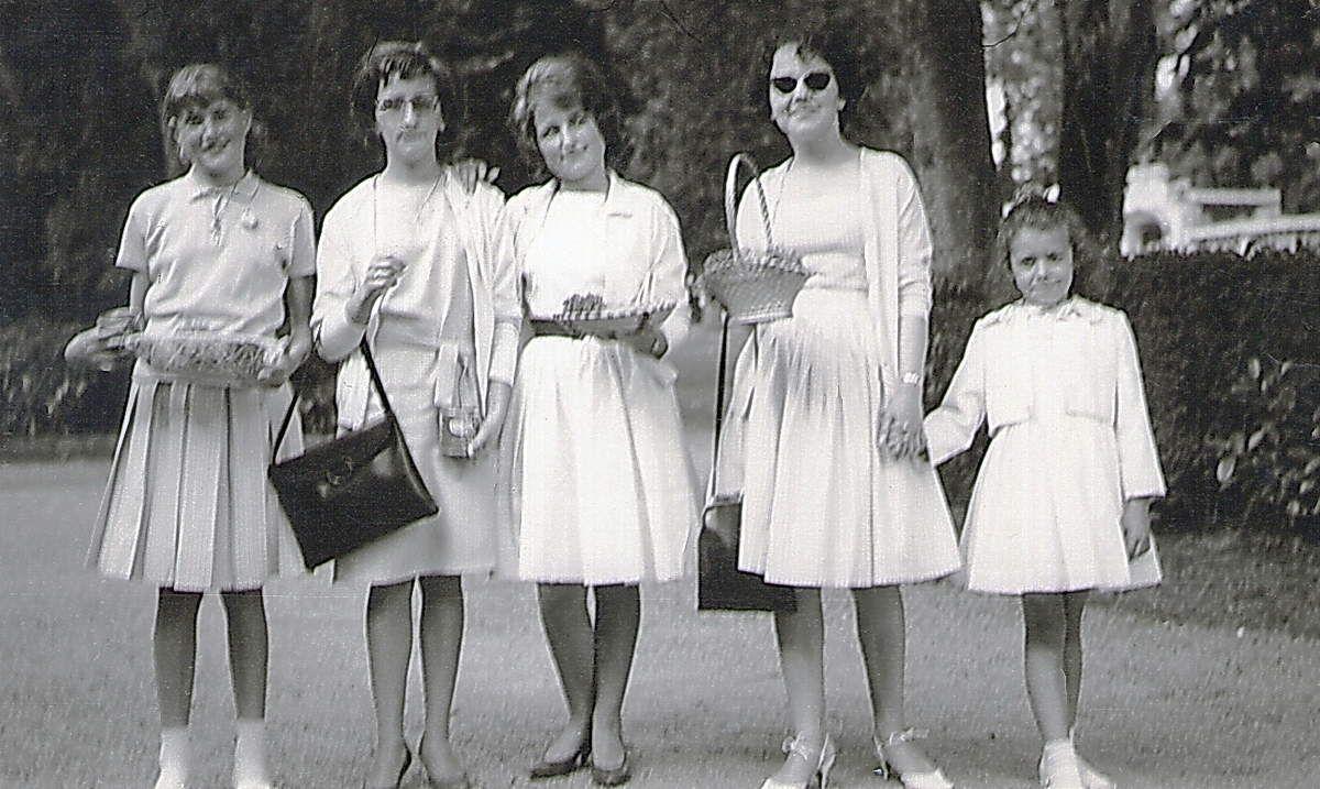 Jeunes filles à Pougues 1966