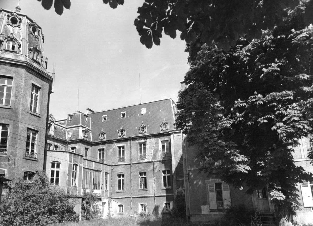 Le Splendid Hôtel avant sa démolition en 1976