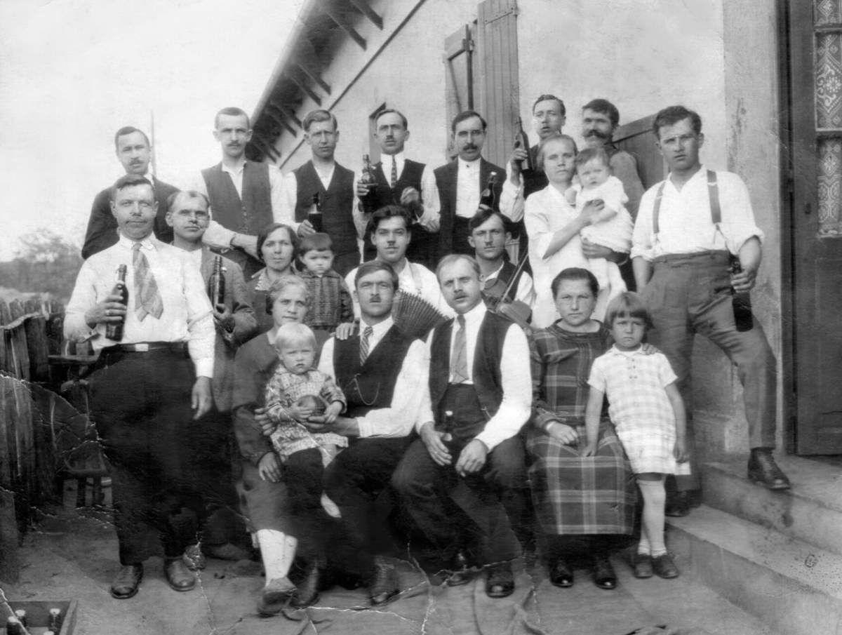 Une famille polonaise à La Machine, avec au premier plan Aniéla et Yvan Golob