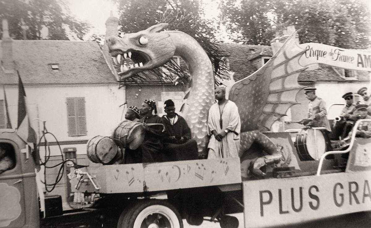 1936 - Le Cirque Amar vers la place du Champ-de-Foire