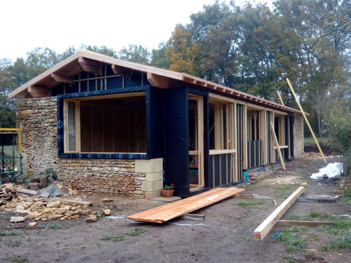 une maison ossature bois dans une ancienne ferme class e elevation bois. Black Bedroom Furniture Sets. Home Design Ideas