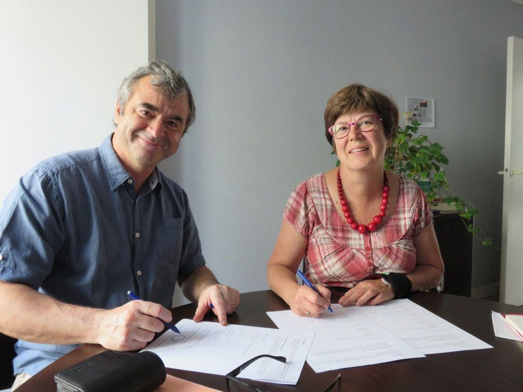 Signature du protocole de fonctionnement de ce projet avec Monique Rabin