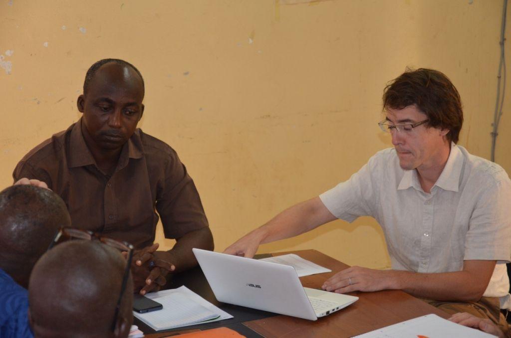 Pierre DANIEL CALONNE avec le maire de Tankanto