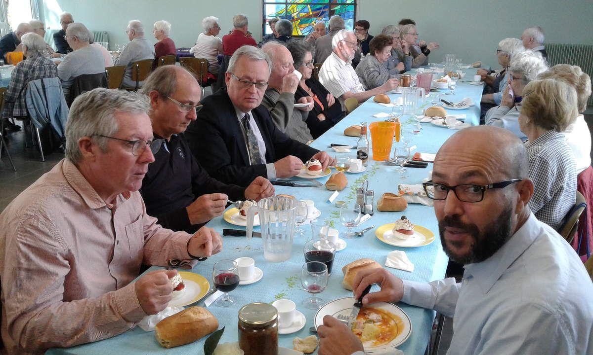 A droite en face de Pierre, Aziz BOUSLIMANI et à coté d'Yves, Dany MERCIER
