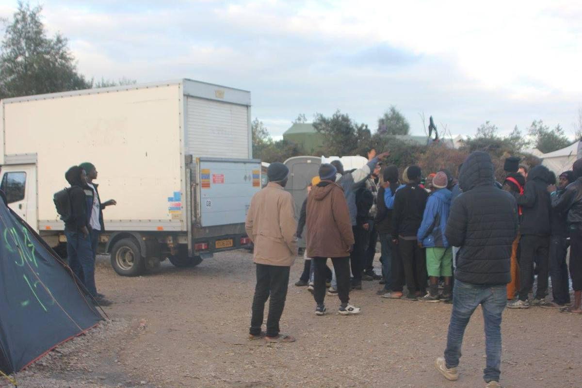 """Crédit Photos : Catherine Ghékière et Emmanuel Nkunzumwami. Visite de la """"jungle de Calais"""" du 22 octobre 2016. Toute reproduction est soumise à l'autorisation de l'auteur."""