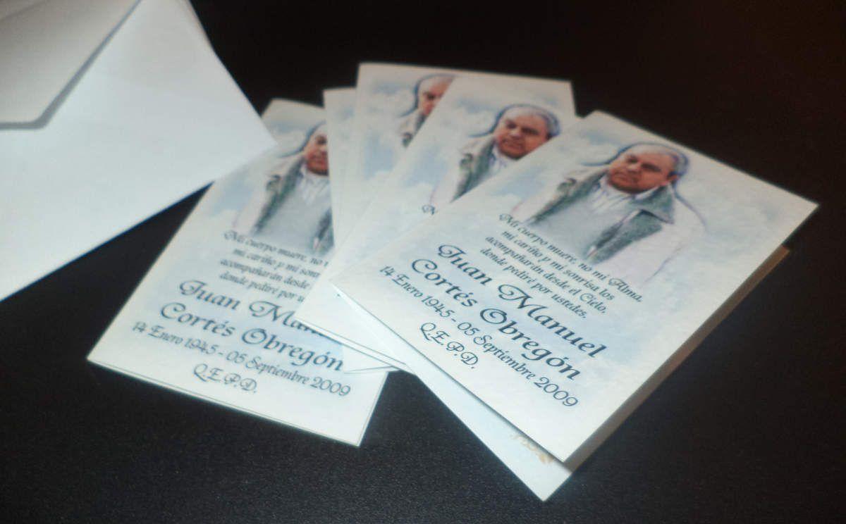 Tarjetas de Agradecimiento de Condolencia para don Juan Manuel / Modelo Díptico Cielo 2