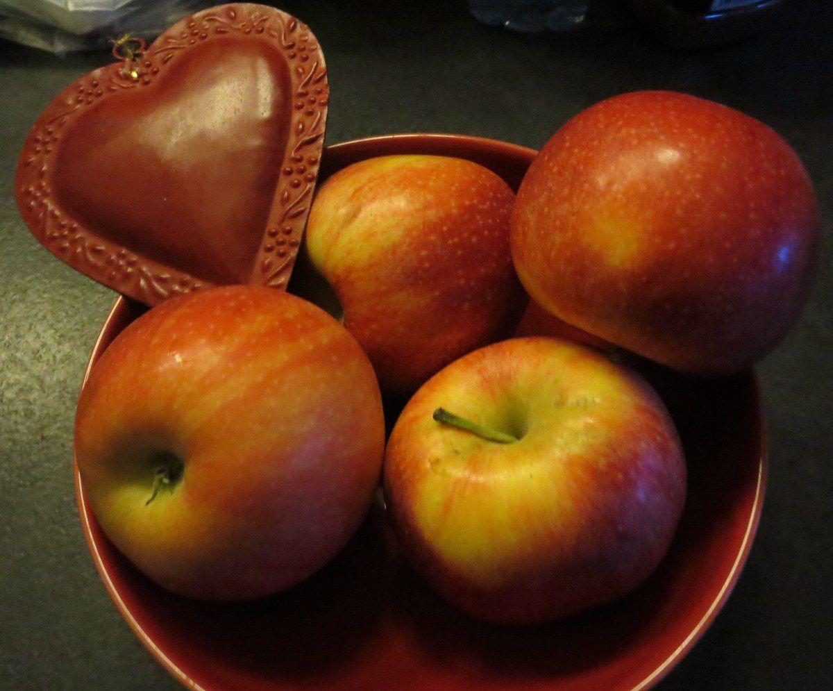 Quelques pommes rouges, pour mettre à ta bouche
