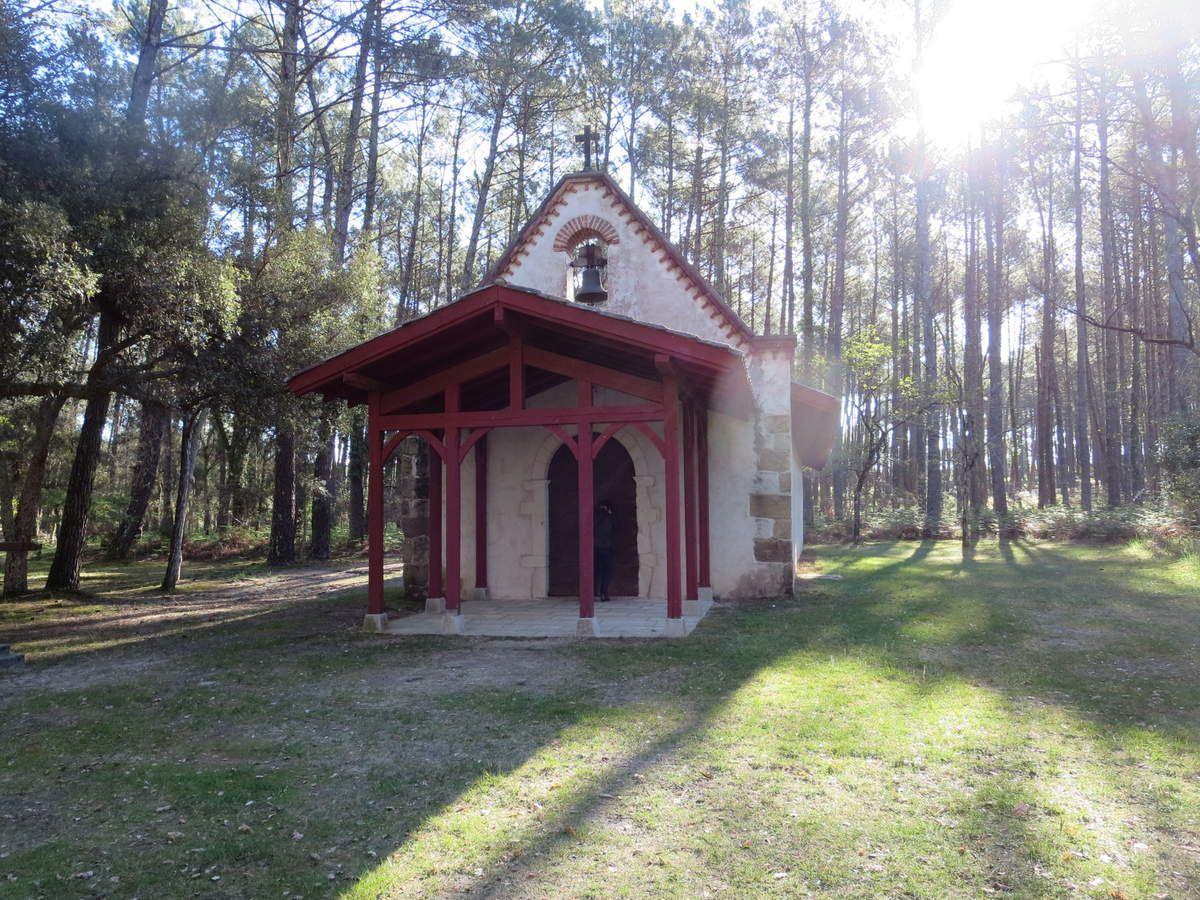 La chapelle Saint Laurent, vestige  de l'histoire des templiers, sur la route de Compostelle...