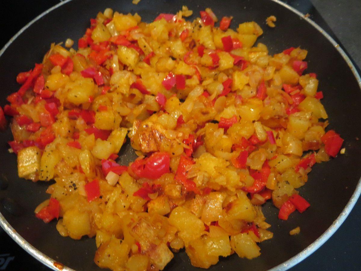 Tortilla (P de Terre, oignon, piment corne rouge) un emporte pièce et un peu de déco....Hop! dans la boite!