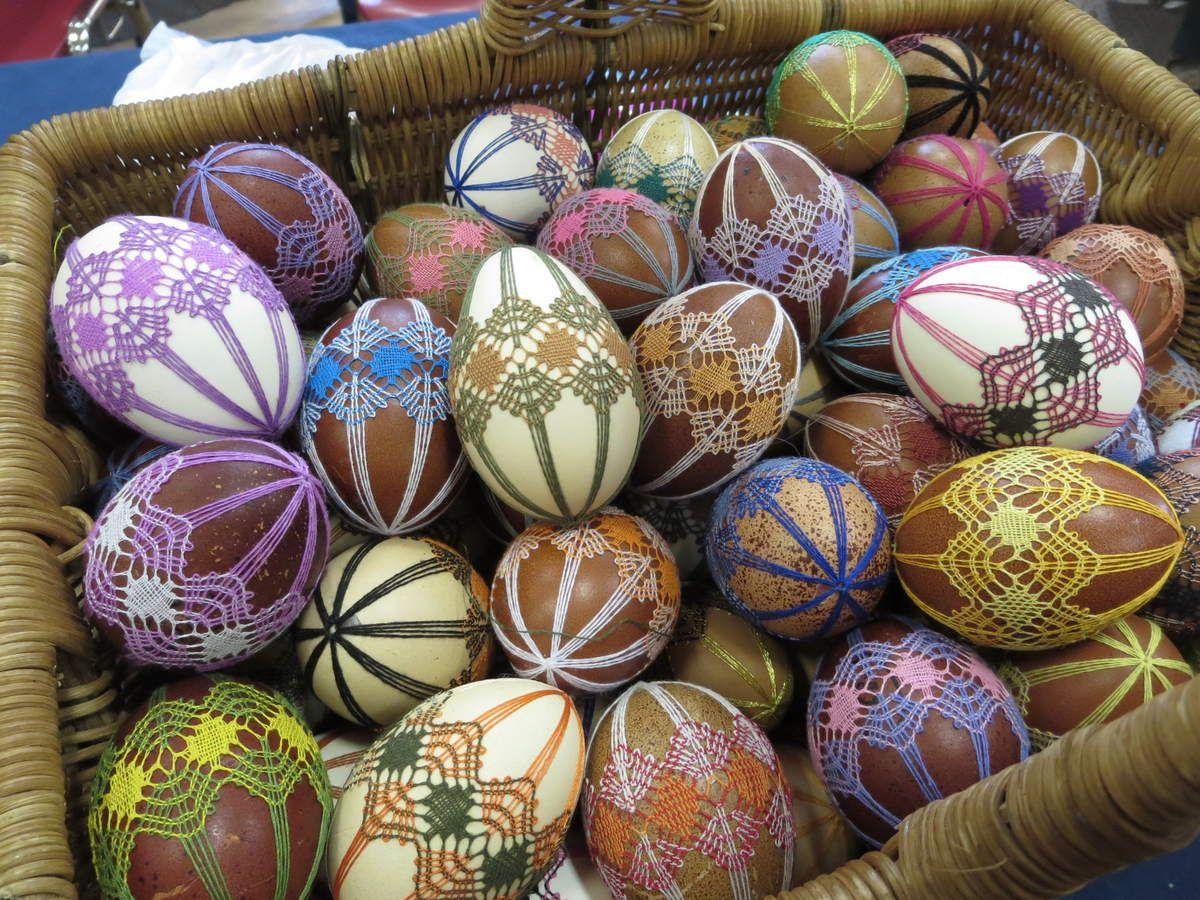 Bientôt Pâques!!! de vrais oeufs évidés avec des coquilles allant du blanc au chocolat... un vrai travail d'artiste pour personnaliser la chasse aux oeufs!