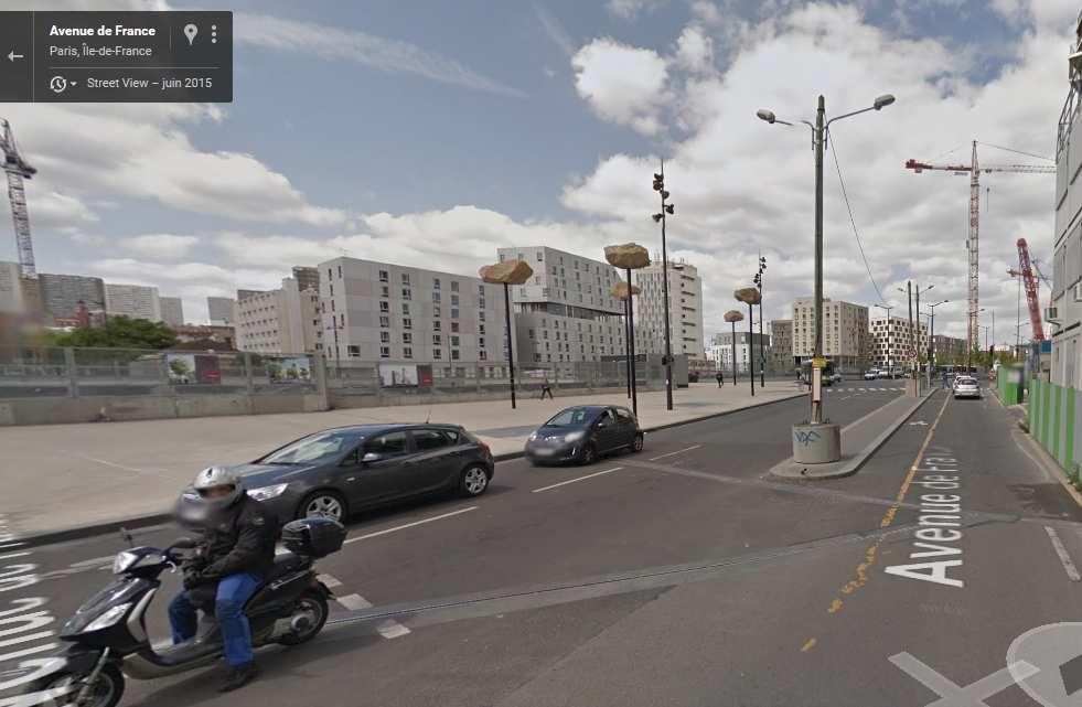 L'aménagement de la ligne de tram le long des boulevards des maréchaux augmente de manière significative les km de pistes cyclables sécurisées à Paris. Dimanche, avec Gabriel, on a emprunté la section entre la porte de Pantin et l'avenue de France dans le 13e. On s'est délecté de cette ballade presque dépaysante.