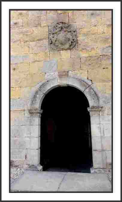 Entrée de l'Eglise de Salans - photo mcp