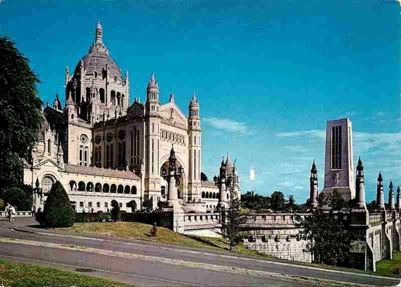 Basilique de Lisieux - Calvados - carte postale