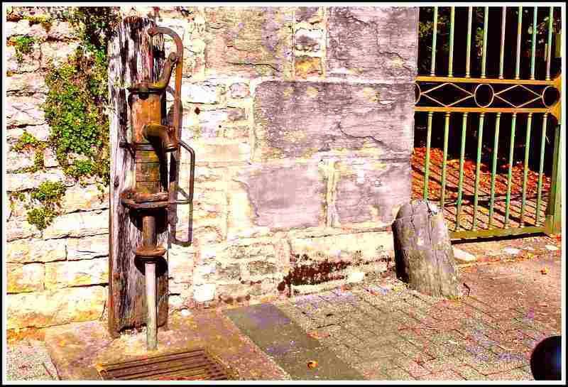 Fontaine pompe à eau - Franois - Doubs