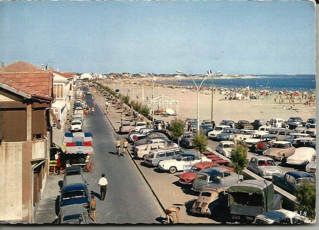 Le Grau d'Agde - le front de mer et la plage - carte postale années 1960
