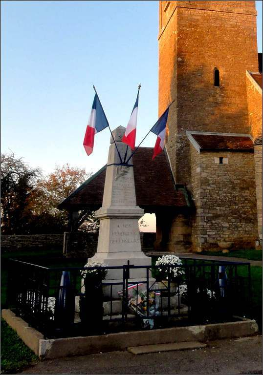 Mercey-Le-Grand - Doubs - Monument aux morts