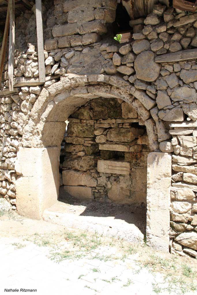 Restes d'une ancienne fontaine monumentale d'Ağlasun