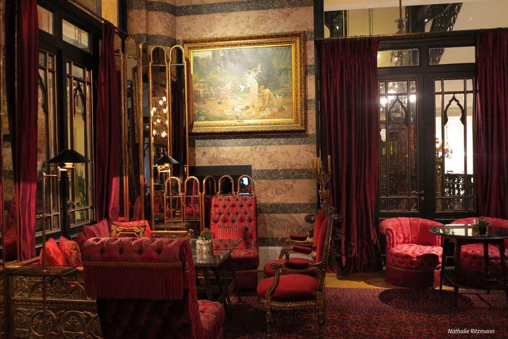 Dans un salon du Pera Palace à Istanbul