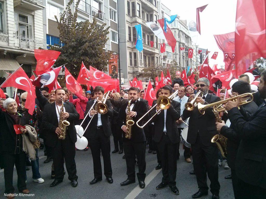 Fanfare à la marche organisée à Şişli pour le 91ème anniversaire de la République turque