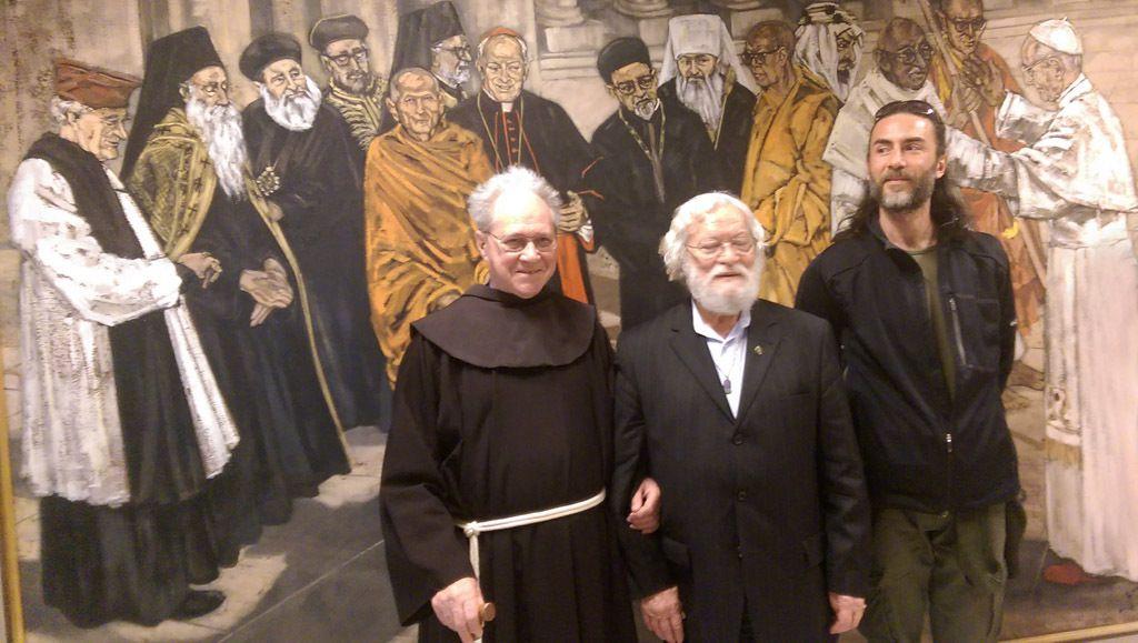 De gauche à droite, Frère Gwénolé,  Nail Dede et Murat au Conseil Pontifical pour le Dialogue Interreligieux devant un tableau symbolique de Paul VI recevant des leaders de l'époque - photo mise à disposition par Frère Gwénolé