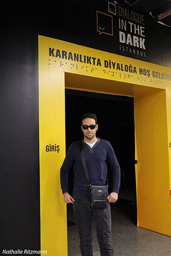 "Yusuf, guide pour l'exposition ""Diyalog in the dark"" à Gayrettepe, Istanbul"
