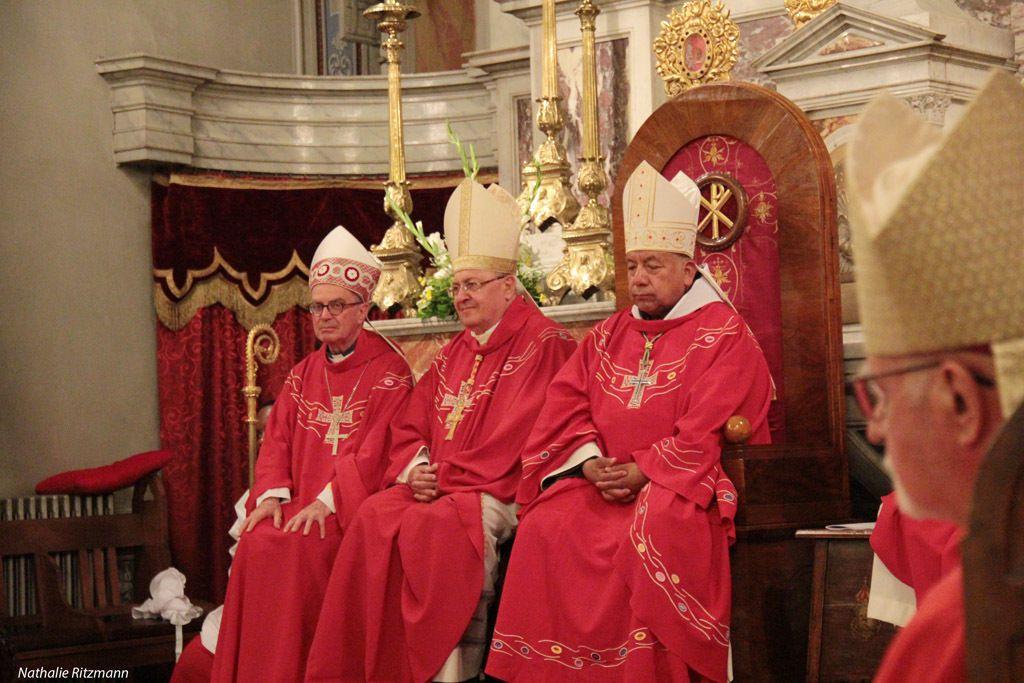 De gauche à droite Mgr Lorenzo Piretto, évêque d'Izmir, le cardinal Leonardo Sandri, le nouveau vicaire apostolique et évêque d'Istanbul Mgr Ruben Tierrablanca Gonzales et en flou Mgr Louis Pelâtre, vicaire apostolique émérite