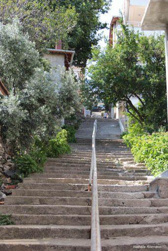 Ancienne maison grecque de Marmara et un des innombrables escaliers du village