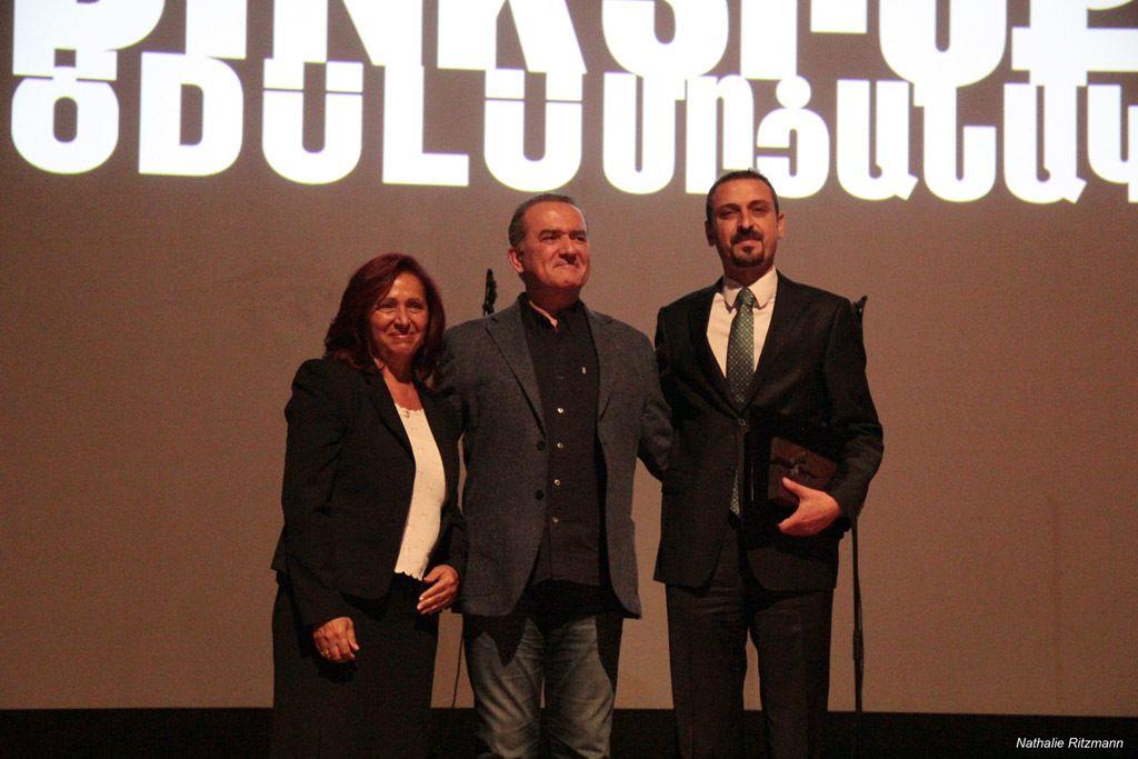 Remise du Prix au représentant du Barreau d'Istanbul par Rakel Dink et Michel Marian