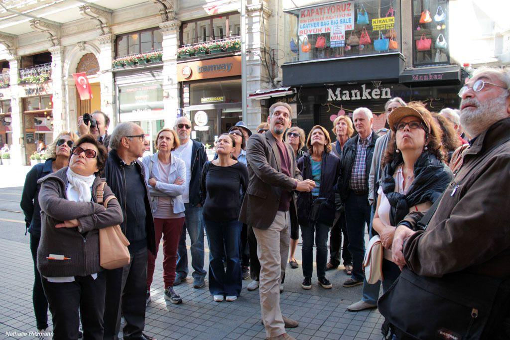 La visite guidée menée par Luca Orlandi