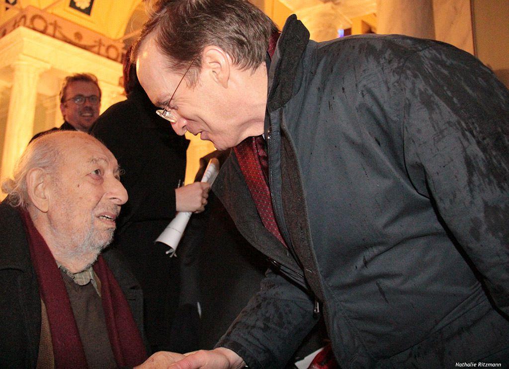Ara Güler salué par Charles Fries, Ambassadeur de France en Turquie