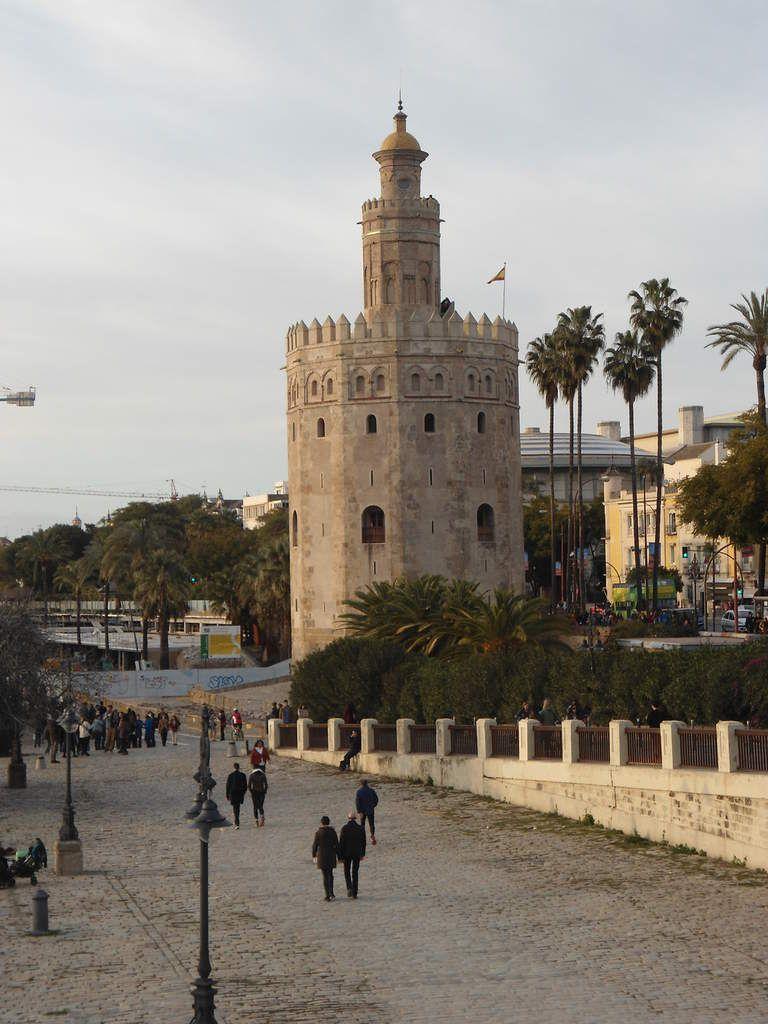 Torre del Oro, junto al río Guadalquivir.