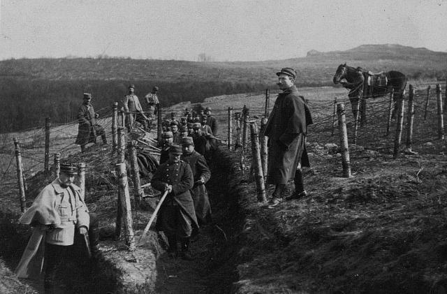 Travaux dans des tranchées à l'arrière du front (1914-1915)