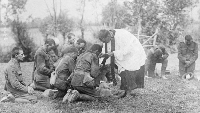 Soldats britanniques en communion - 1916