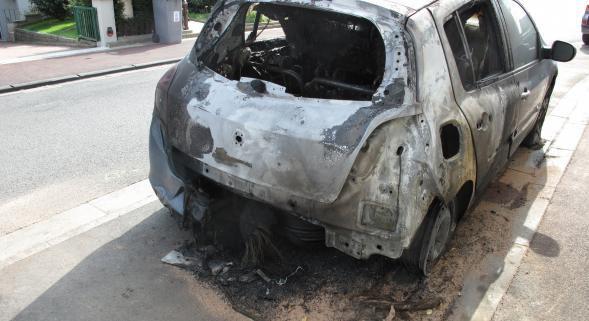 Véhicules incendiés à Halluin : Gustave Dassonville écrit à François Hollande
