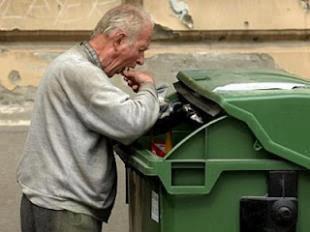 Valls annonce la revalorisation du minimum vieillesse de 8 euros