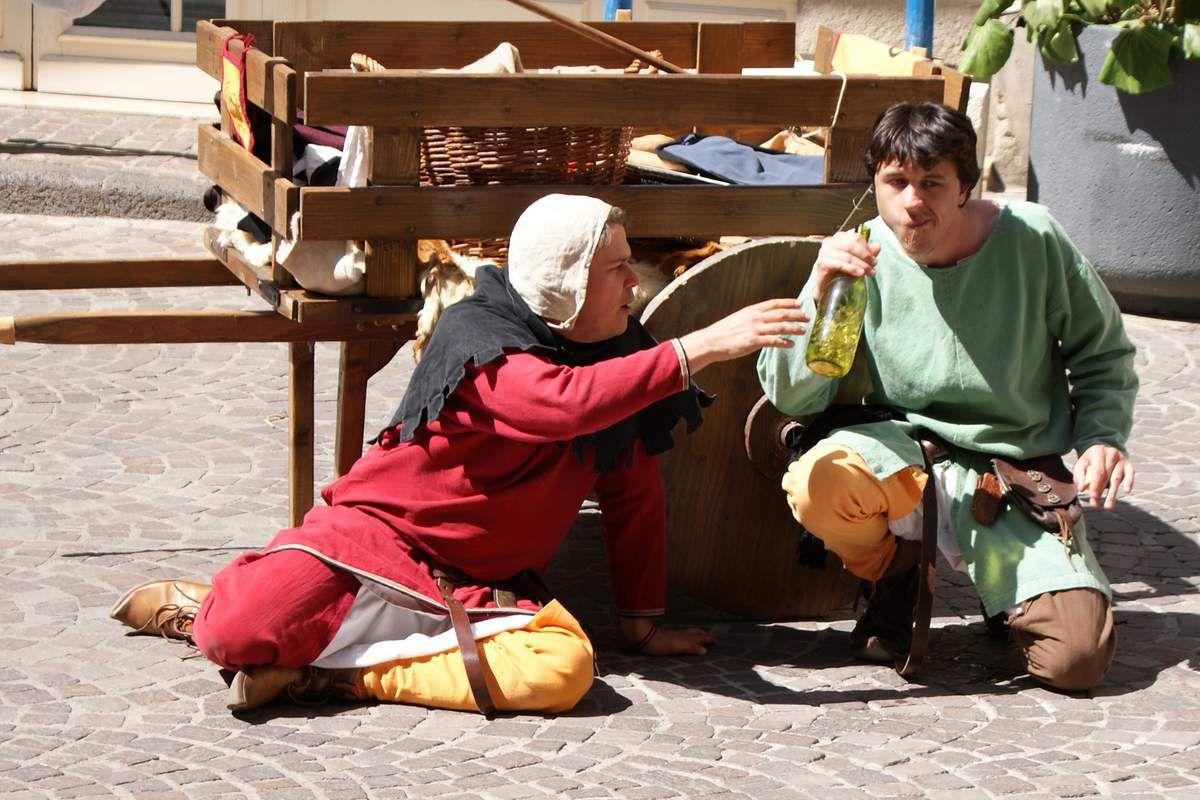 Animations médiévales - Théâtre de rue et farces - Sacrés Week-end - Béziers - 6 juin 2015