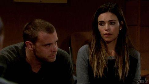 Afin de faire face à leur deuil, William et Victoria assistent à leur première réunion au groupe de soutien